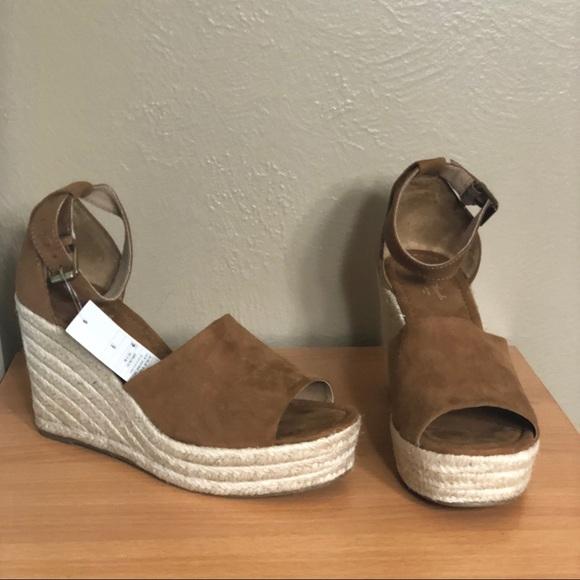 bf8692f7fe Universal Thread Shoes   Emery Espadrille Sandals New   Poshmark